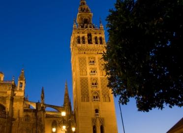 Ruta nocturna por Sevilla: el barrio de Santa Cruz
