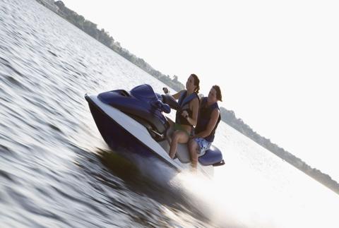 Conduce una moto acuática, velocidad sobre el mar