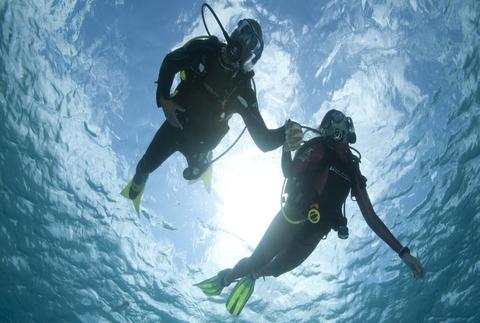 Descubre el mar con un bautismo de buceo