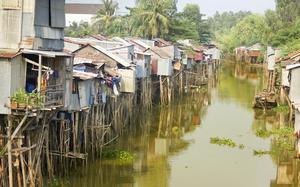 Casas sobre el río Mekong
