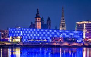 Linz de noche, a orillas del Danubio