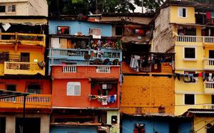 Casas coloridas en el barrio de Las Peñas