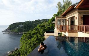 Vistas desde una piscina en una villa de Hotel