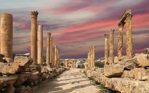 Columnas con arco al fondo