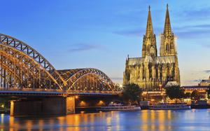 Catedral de Colonia, junto a la estación de ferrocarril.