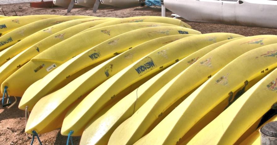 Kayak en las Islas Medas Medaqua