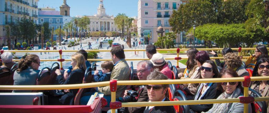 �Descubre Cadiz a bordo de un bus turistico!