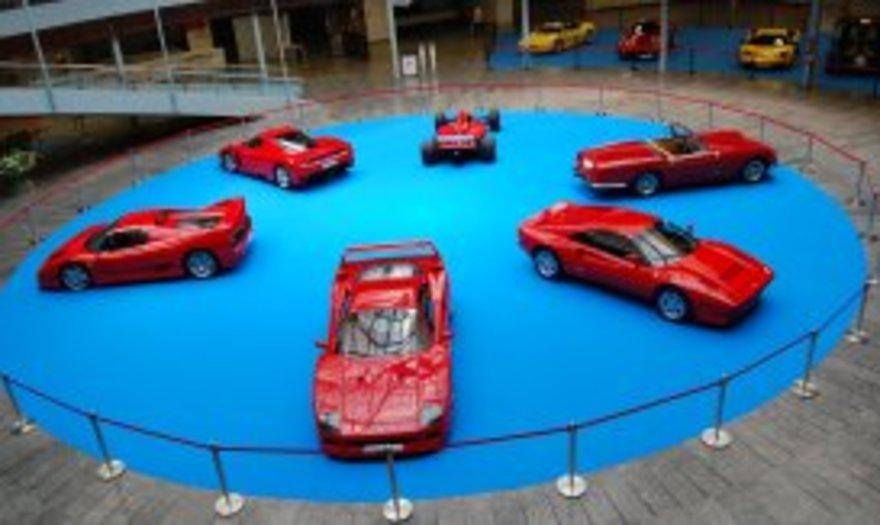 Exposición Ferrari en Torremolinos Azafatas Chicas y Chicos