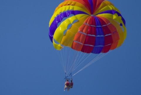 Vuelo en parasailing y excursión en kayak