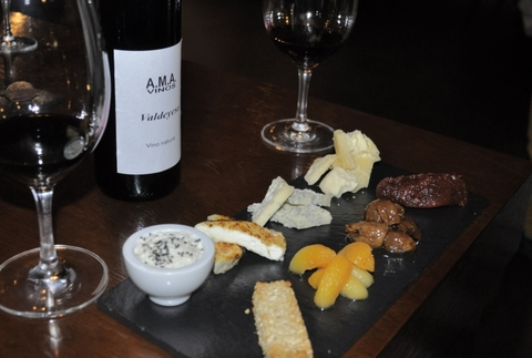 Cata de cuatro vinos y quesos con guarniciones