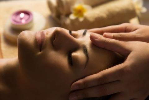 Kobido con hidratación y nutrición facial o manicura y masaje opcional