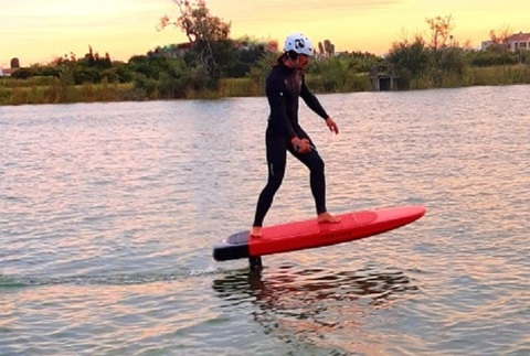 Descubre el electric foil en el Delta del Ebro