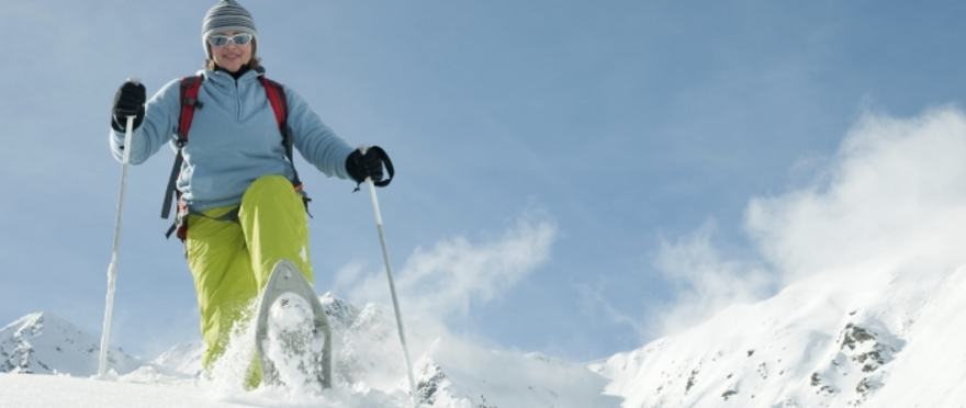 Aventura ártica: raquetas + iglús + motos de nieve