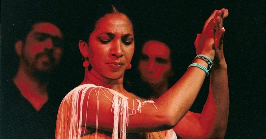 Elena And�jar, artista flamenca, cantaora y bailaora