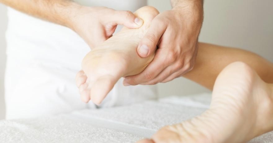 Masaje de pies: reflexología podal