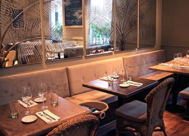 Restaurante jard n de invierno hotel loi suites buenos for Jardin de invierno loi suites