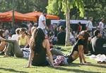 Restaurante PALO MARKET FEST: Entrada VIP + 3 Tapas + Copa Viña Esmeralda. 25, 26 y 27 Mayo