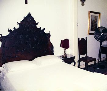 Bed & Breakfast / Self Catering Family Macedo