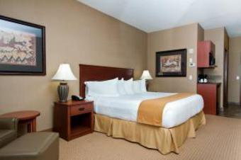 Holiday Inn Express Hotel & Suites Strathmore