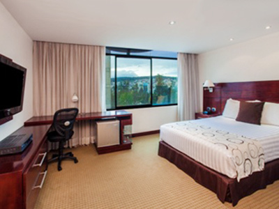 Hotel Howard Johnson La Carolina- Quito