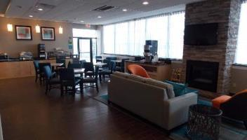 Holiday Inn Express Hotel & Suites Hartford Convention Ctr Area
