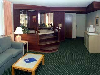 Hotel Americas Best Value Inn & Suites Monterey