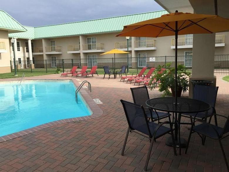 Hotel Baymont Inn And Suites