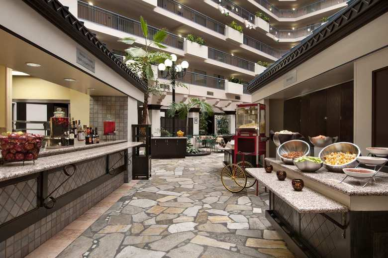 Hotel Embassy Suites Seattle - Tacoma International Airport
