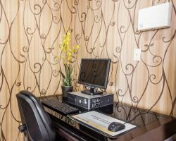 Hotel Quality Inn & Suites Airpark East