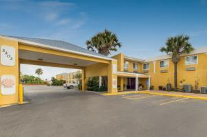 Hotel Quality Inn And Suites On The Beach
