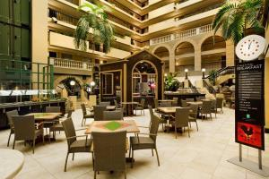 Hotel Embassy Suites Raleigh - Crabtree