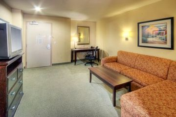 Hotel Holiday Inn & Suites