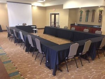 Holiday Inn Express Hotel & Suites Charlotte- Arrowood