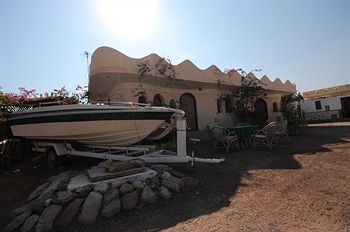 Bed & Breakfast Habiba Village