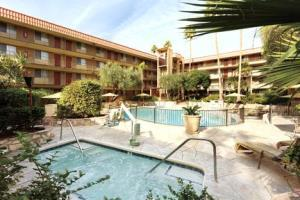 Hotel Embassy Suites Phoenix Airport At 24th Street