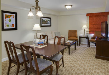 Hotel Patrick Henry Inn And Suites