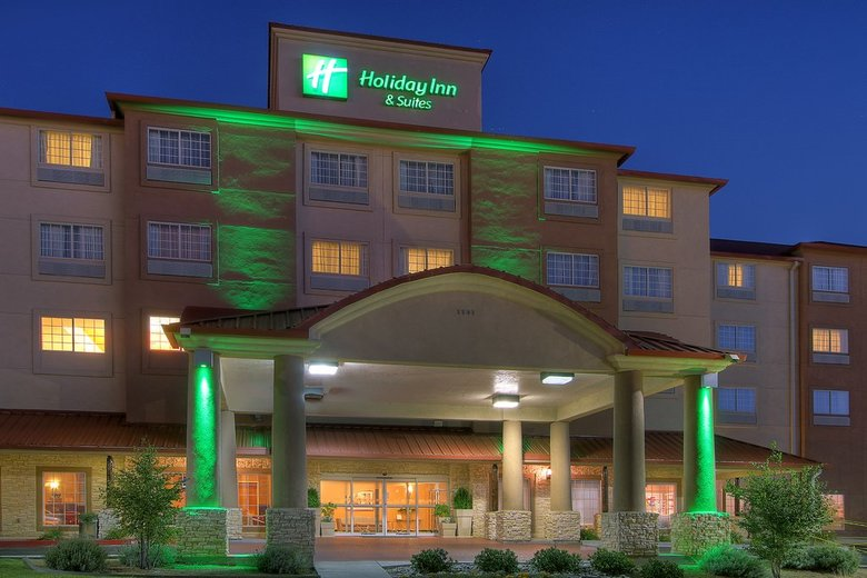 Hotel Holiday Inn & Suites Airport-university
