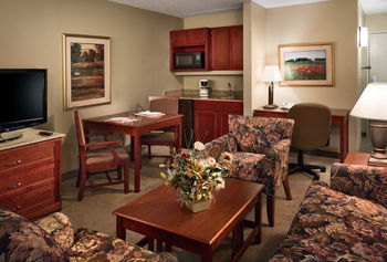 Hotel Clubhouse Inn And Suites Topeka