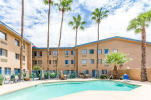 Days Hotel Mesa Country Club