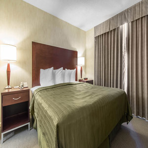 Hotel Quality Suites Montreal Aeroport