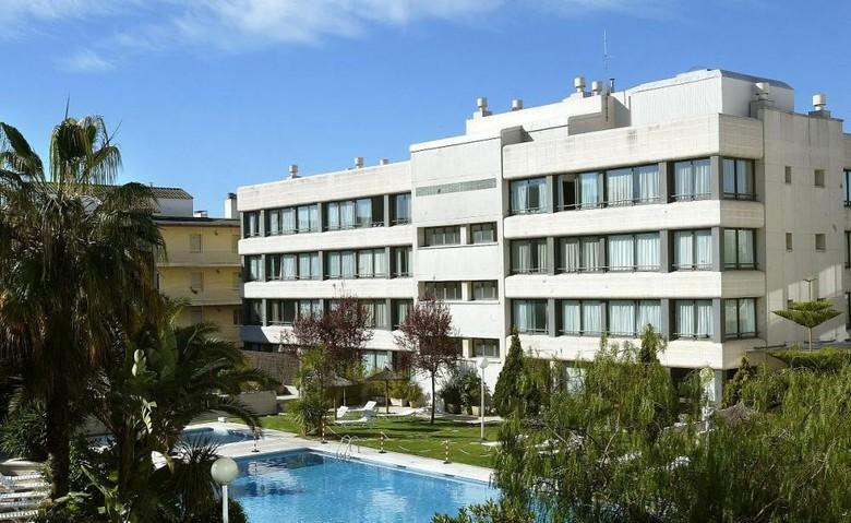 Apartamentos atenea park suites vilanova i la geltr for Aparthotel barcellona
