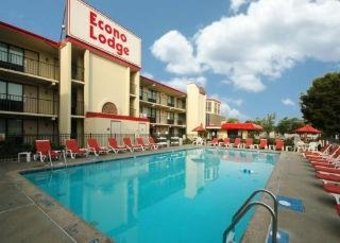 Hotel Econo Lodge & Suites Resort