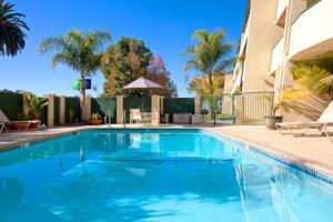 Holiday Inn Express Hotel & Suites Camarillo