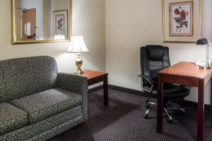 Hotel Quality Suites Lake Wright