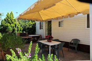 Bed & Breakfast Kamemi Camping Village