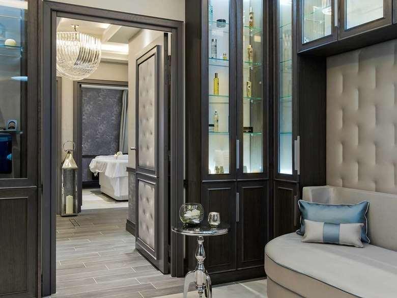 le grand hotel de cabourg lisieux basse normandie. Black Bedroom Furniture Sets. Home Design Ideas