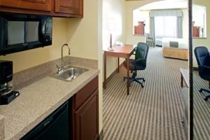 Holiday Inn Express Hotel & Suites Lake Worth Nw Loop 820