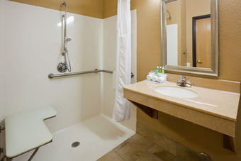 Holiday Inn Express Hotel & Suites Worthington