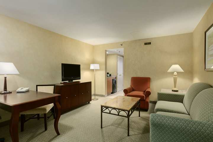 Hotel Embassy Suites Phil/valley For