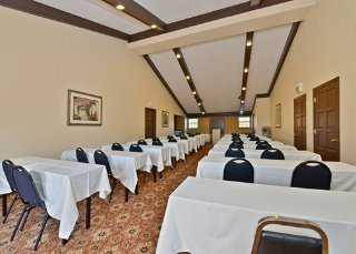 Hotel Baymont Inn And Suites Tampa Conference Center